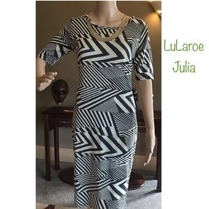 LuLaroe Small Navy & Gray Geometric Strip Julia